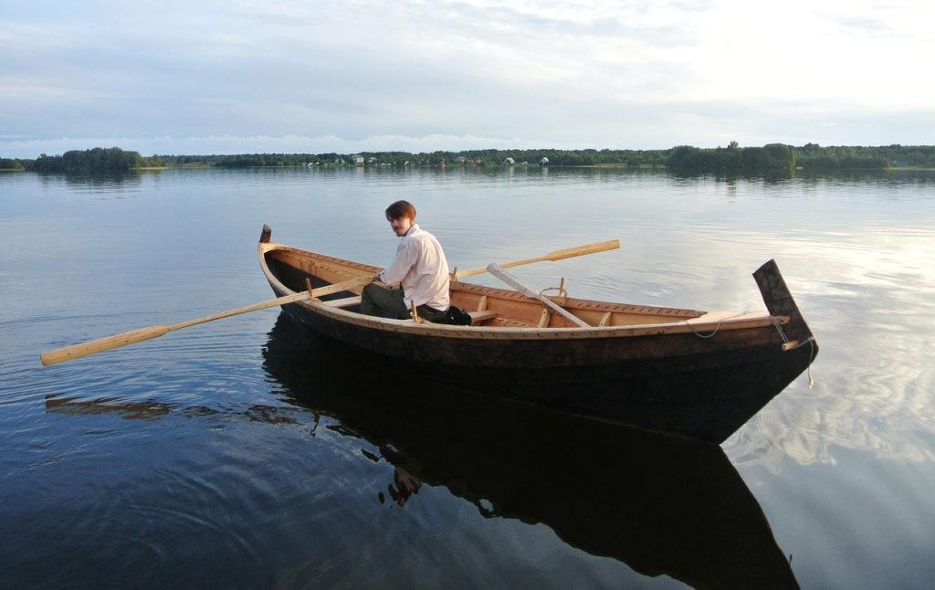 Лодка из дерева шитая кижанка