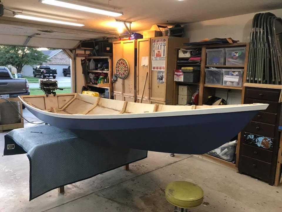 Лодка в мастерской