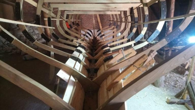 Поперечный набор корпуса деревянной яхты