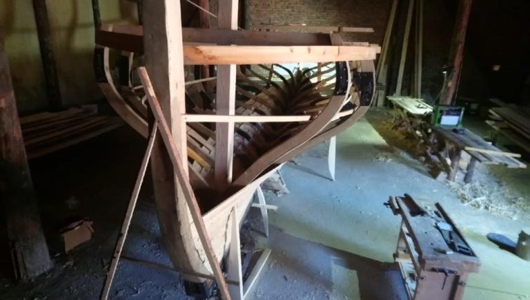 штевень деревянной яхты